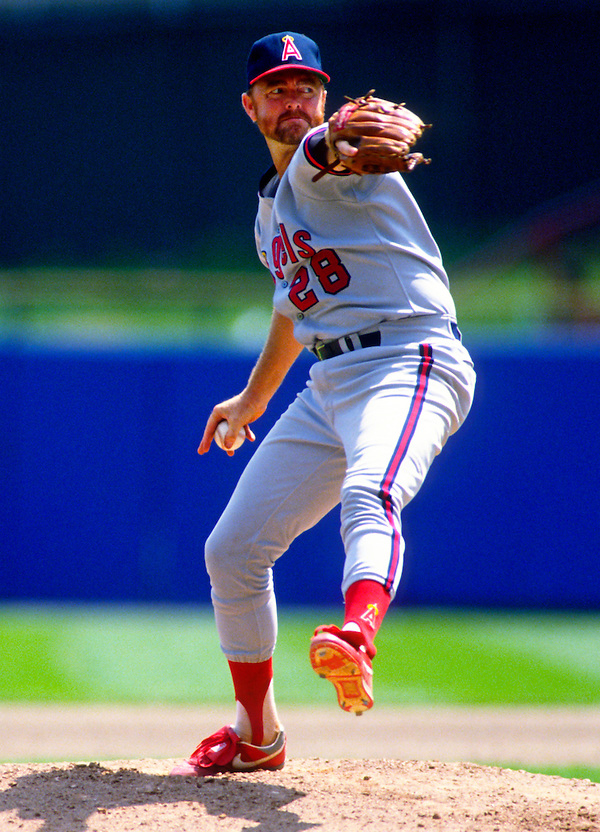 MILWAUKEE - 1989:  Bert Blyleven of the California Angels pitches during an MLB game against the Milwaukee Brewers at County Stadium in Milwaukee, Wisconsin.  Blyleven played for the Angels from 1989-1992.  (Photo by Ron Vesely) (Ron Vesely)