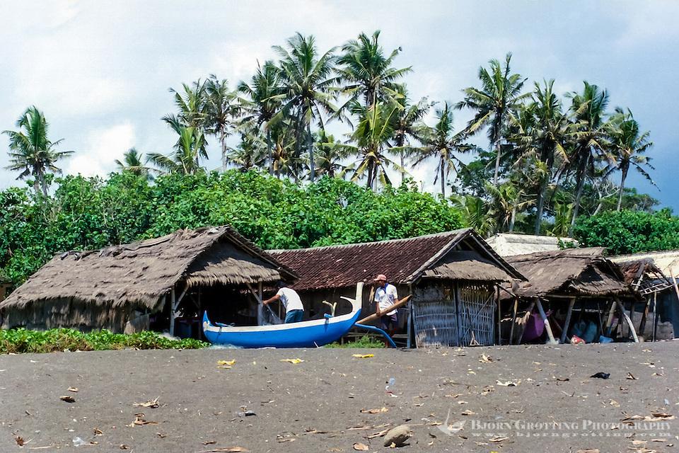 Bali, Badung, Seseh. Fishermen preparing for the nights fishing on Seseh beach. (Photo Bjorn Grotting)