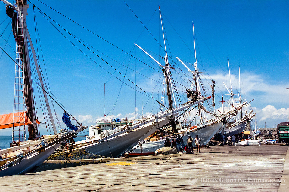 South Sulawesi, Makassar. The old harbor in Makassar (Ujung Pandang). Only the Pinisi sailing vessels offload and onload their cargo here. (Photo Bjorn Grotting)