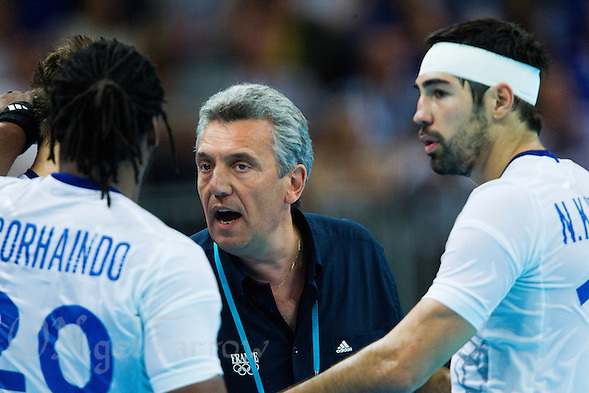 08 AUG 2012 - LONDON, GBR - Claude Onesta (FRA) (centre), the head coach of France, gives a team talk during the men's London 2012 Olympic Games quarter final match against Spain at the Basketball Arena in Olympic Park, in Stratford, London, Great Britain (PHOTO (C) 2012 NIGEL FARROW) (NIGEL FARROW/(C) 2012 NIGEL FARROW)