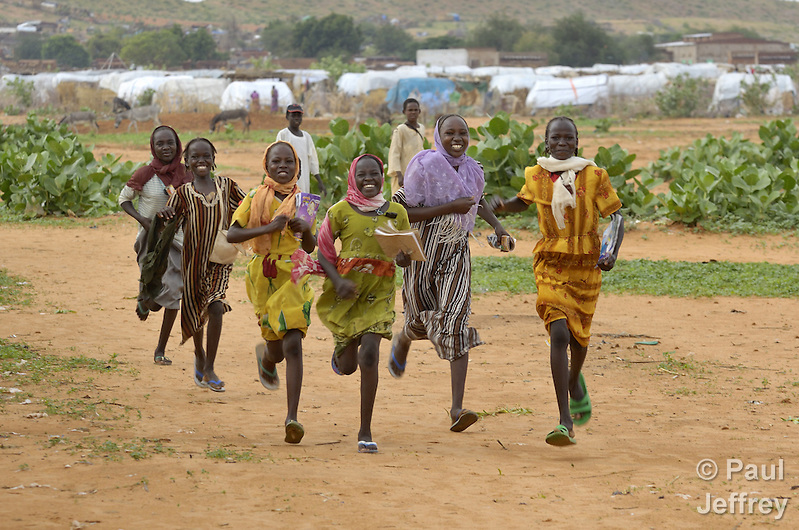 Girls hurry to school in the Dereig Camp for internally displaced persons. (Paul Jeffrey)