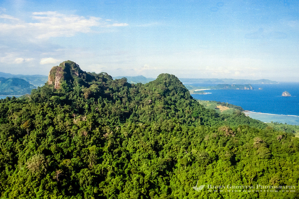 Nusa Tenggara, South Lombok. The south coast looking east (from helicopter). Sea and mountains. (Bjorn Grotting)