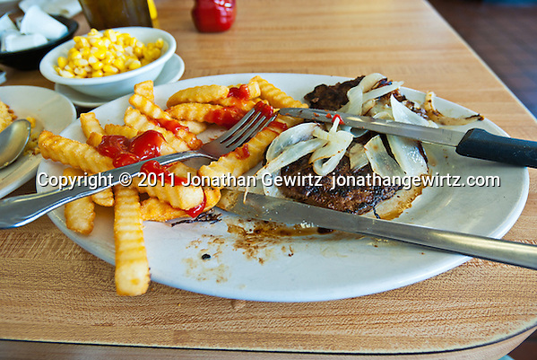 A lunch of liver and onions on a restaurant table. (© Jonathan Gewirtz)