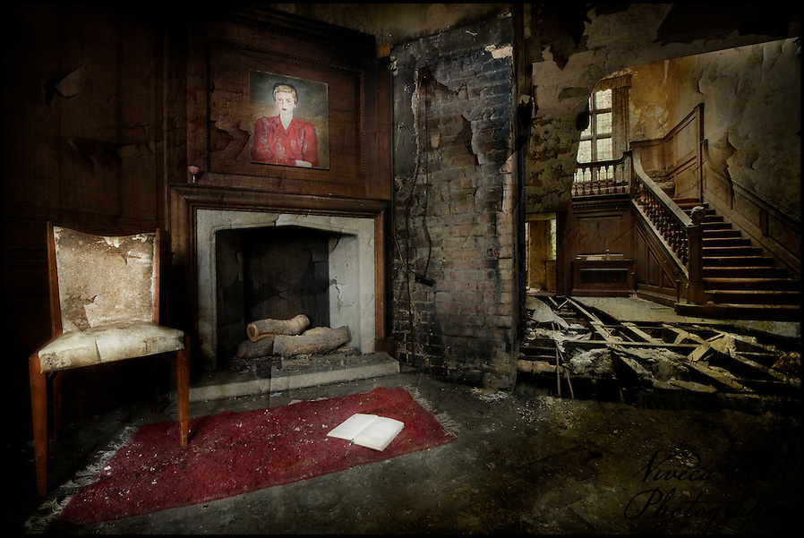 Lobby at the abandoned Potters Manor. (Viveca Koh)