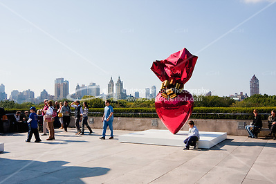 sacred heart at Jeff Koons on the Roof of Metropolitan Museum of Art in New York City in October 2008 (Christopher Holt LTD - LondonUK, Christopher Holt LTD/Image by Christopher Holt - www.christopherholt.com)