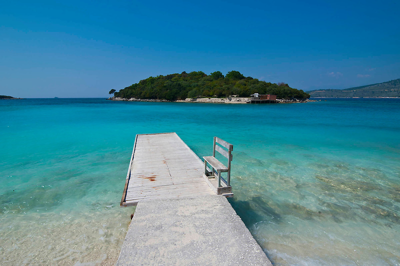 Weißer Sandstrand und türkises Wasser in Ksamil, Albanien,Balkan*White sand beach and turquoise water at Ksamil, Albania,Balkan (Michael Runkel)