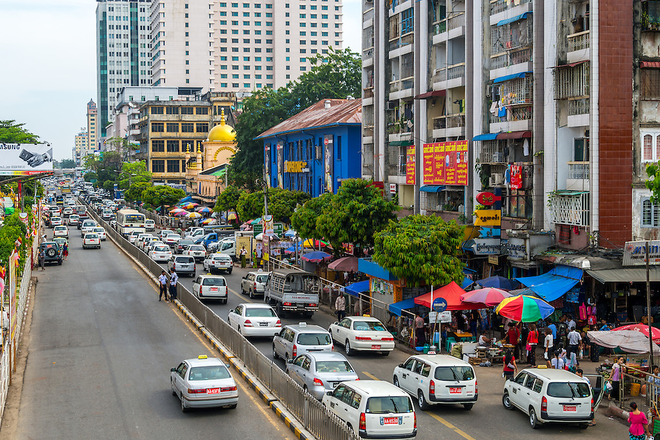 YANGON, MYANMAR - CIRCA DECEMBER 2013: View of the street Bo Gyoke Aung San Rd in Downtown Yangon (Daniel Korzeniewski)