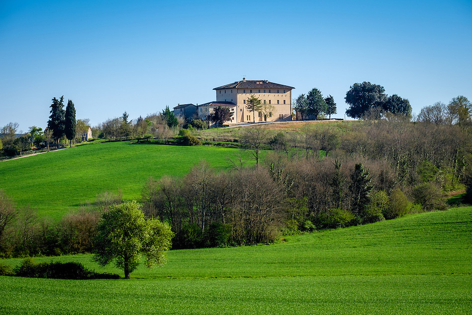 MONTERIGGIONI, ITALY - CIRCA MAY 2015:  House over the hills near San Gimignano in Tuscany (Daniel Korzeniewski)