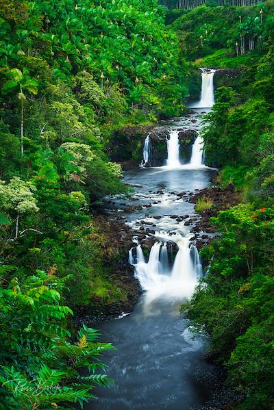 Umauma Falls along the lush Hamakua Coast, The Big Island, Hawaii USA (© Russ Bishop/www.russbishop.com)