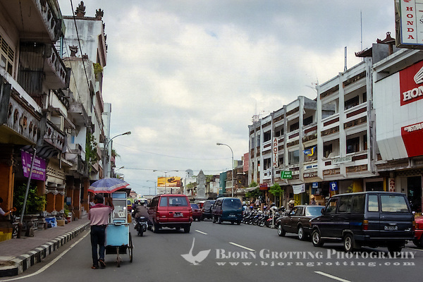 Bali, Tabanan. The center of Tabanan is no architectural beauty, but the city is clean and well organized. (Photo Bjorn Grotting)