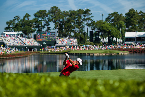 Adam Scott tees off at the 17th hole. PGA Golf: 2014 The Players Championship Friday round 2 TPC Sawgrass/Ponte Vedra, FL 5/9/2014 X158187 TK2 Credit: Darren Carroll (Darren Carroll/Sports Illustrated)
