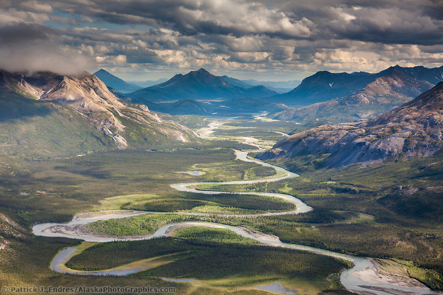 Alaska river photos: Aerial of the alatna river, Brooks Range mountains, Arctic, Alaska. (Patrick J. Endres / AlaskaPhotoGraphics.com)