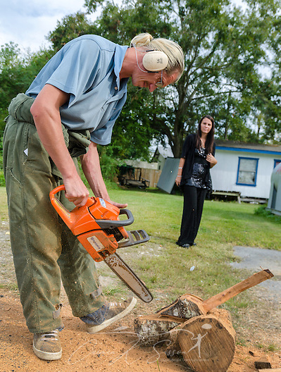 "Alabama ""chainsaw artist"" James Seal carves a whooping crane as his wife, Miranda Seal, watches, Oct. 26, 2013 in Coden, Ala. The couple does not have health insurance, but they have not yet explored their options on the Obamacare health care marketplace website. (Photo by Carmen K. Sisson/Cloudybright) (Carmen K. Sisson/Cloudybright)"