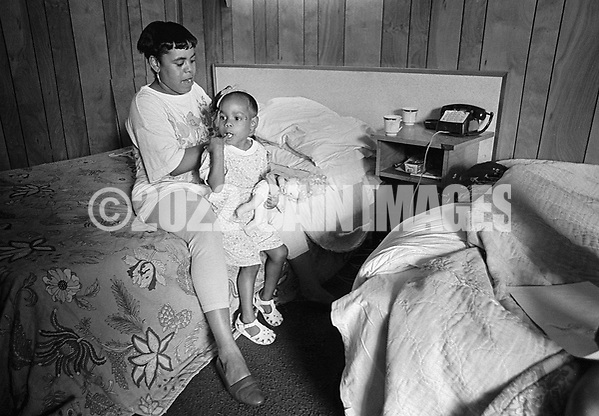 Gwen Thomas, 24, combs her 4 year old daughter Dionna's hair the George Washington Motor Lodge Tuesday June 23, 1992 in Bensalem, Pennsylvania. (WILLIAM THOMAS CAIN / For The Philadelphia Inquirer) (William Thomas Cain/Cain Images)