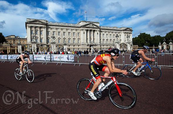07 AUG 2011 - LONDON, GBR - Competitors cycle past Buckingham Palace during the age group Olympic distance race at triathlon's ITU World Championship Series event (PHOTO (C) NIGEL FARROW) (NIGEL FARROW/(C) 2011 NIGEL FARROW)