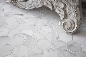 7 cm Hex shown in Statuary Carrara honed (New Ravenna Mosaics)