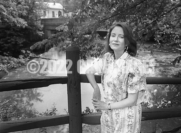 Actress Eve Plumb, best known for her role as Jan Brady in The Brady Bunch,  poses for a photograph at the Bucks County Playhouse Monday June 10, 1991 in New Hope, Pennsylvania.  (Photo by William Thomas Cain) (William Thomas Cain/Cain Images)
