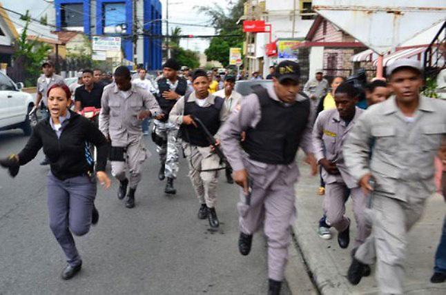 Policías de SFM liberan a la mala agente preso por homicidio