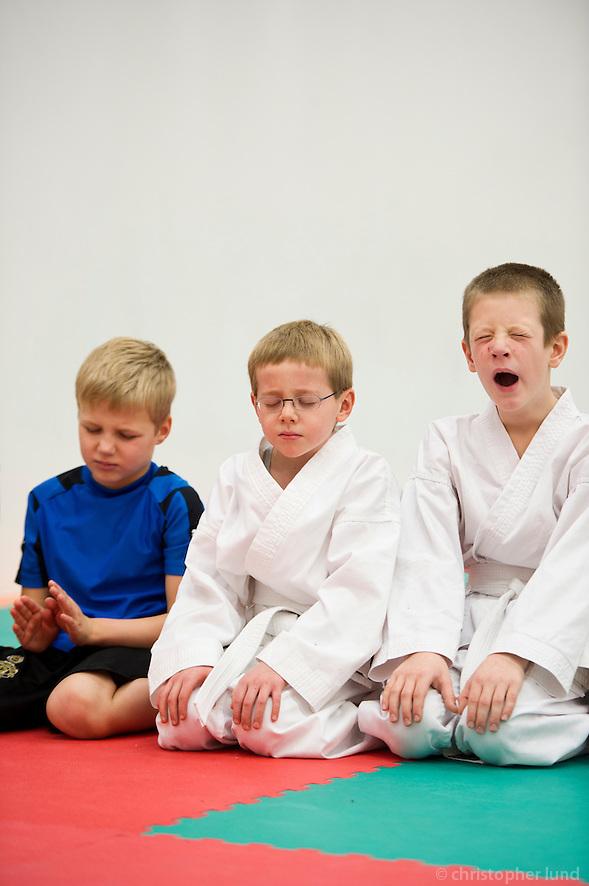 Gráðun í Karate hjá Karatedeild Fylkis, byrjendur. (Christopher Lund/©2010 Christopher Lund)