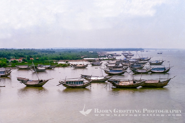 Java, East Java, Madura. Traditional vessels on the Madura coast (from helicopter) (Photo Bjorn Grotting)