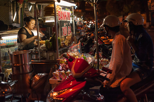 Street food stall (Vietnam) (Carlos Peñalba)