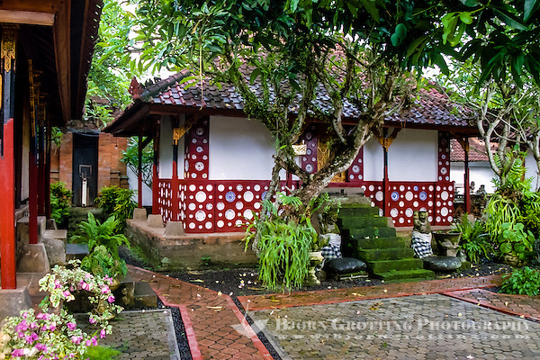 Bali, Tabanan, Kerambitan. A charming, red building covered with porcelain in the Puri Agung palace. (Photo Bjorn Grotting)