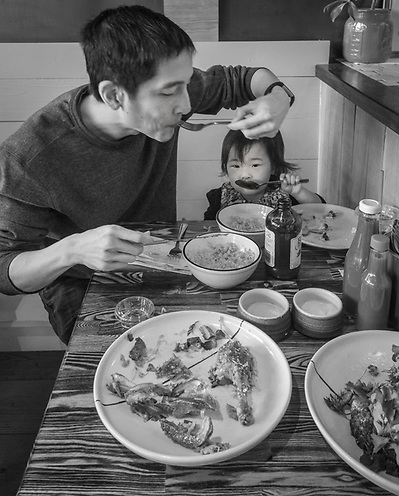 Jason Ko and his two year old daughter, Vivian, share lunch at the RT Rotisserie in San Francisco. (Clark James Mishler)