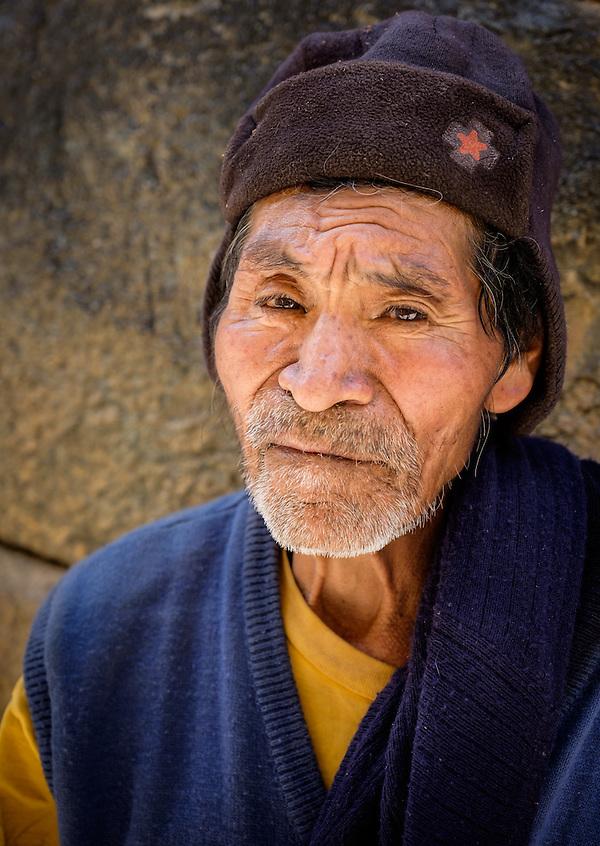 OLLANTAYTAMBO, PERU - CIRCA OCTOBER 2015: Portrait of local man in the village of Ollantaytambo, a small town in the Cusco region known as Sacred Valley (Daniel Korzeniewski)
