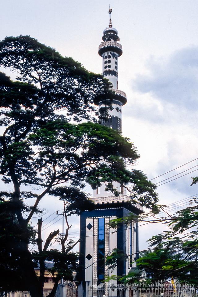Riau Islands, Bintan. A mosque in Tanjung Pinang. (Bjorn Grotting)