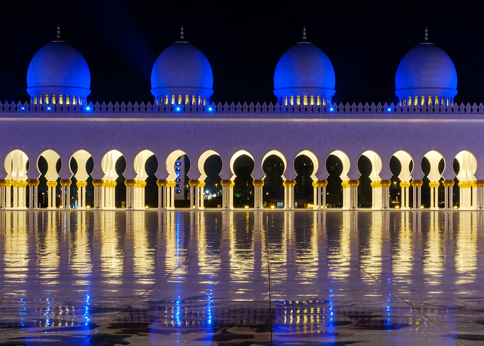 UNITED ARAB EMIRATES, ABU DHABI - CIRCA JANUARY 2017: View of the Inner Court Yard domes and cupolas at night of the Sheikh Zayed Mosque (Daniel Korzeniewski)