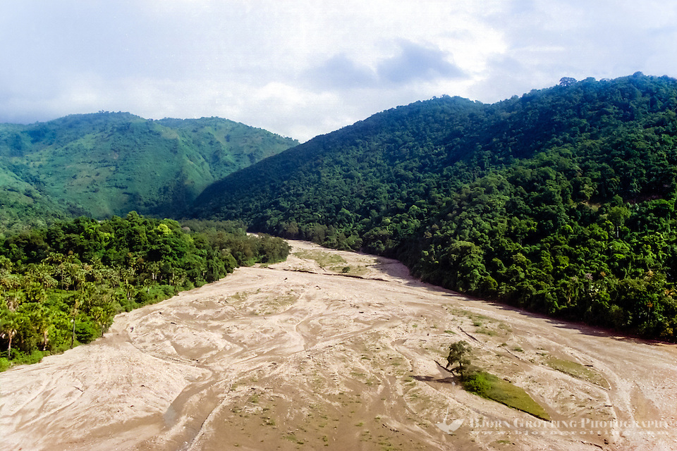 East Nusa Tenggara, West Timor. A dry river on the south coast of Timor. Rain only falls here in the wet season, December to March. This photo is taken in May (from helicopter). (Bjorn Grotting)