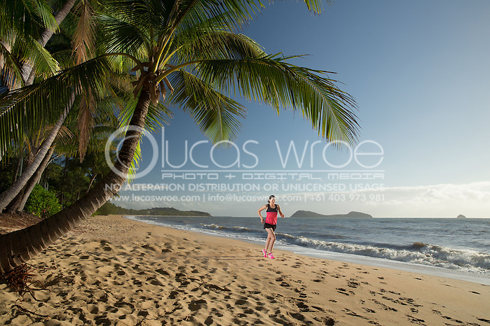 Rebecca Hoschke (AUS), June 6, 2014 - TRIATHLON : SCODY ATHLETES / Cairns Airport Adventure Festival, Clifton Beach, Cairns, Queensland, Australia. Credit: Lucas Wroe (Lucas Wroe)
