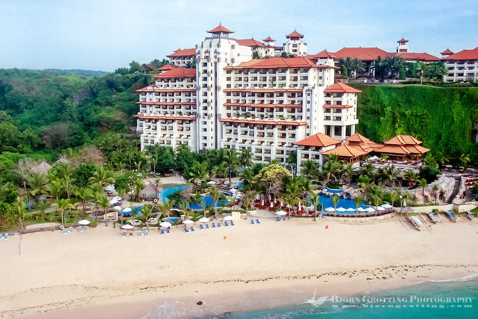 Bali, Badung, Nusa Dua. A large hotel by the cliffs in the southern part of Nusa Dua (from helicopter). (Bjorn Grotting)