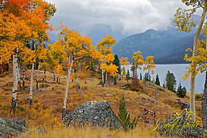 Autumn colors at Green River Lake in the Wind River Mountains (Daryl Hunter's &quot;The Hole Picture&quot;  Daryl L. Hunter has been photographing the Yellowstone Region since 1987, when he packed up his view camera, Pentex 6X7, and his 35mms and headed to Jackson Hole Wyoming. Besides selling photography Daryl also publ/Daryl L. Hunter)