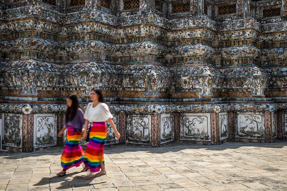 BANGKOK, THAILAND - CIRCA SEPTEMBER 2014: Thai women walking in Wat Arun, a  popular Buddhist temple in Bangkok Yai district of Bangkok, Thailand, on the Thonburi west bank of the Chao Phraya River (Daniel Korzeniewski)