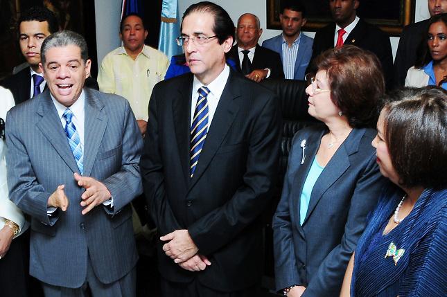 Carlos Amarante Baret, Gustavo Montalvo, y otros funcionarios