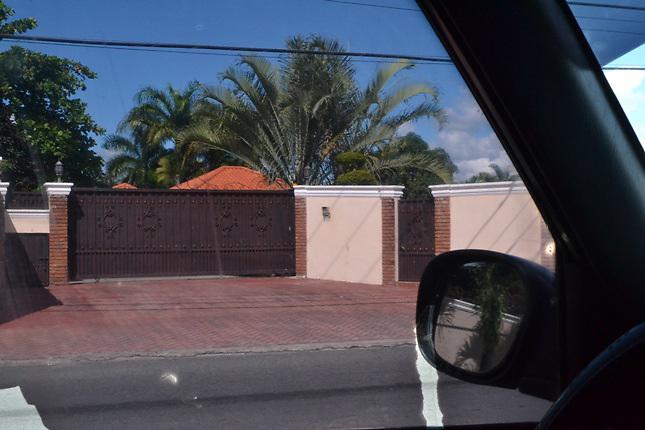 La casa de Fiordaliza Pichardo, en Bonao, es una mansión de lujo afirman quienes la han visitado.