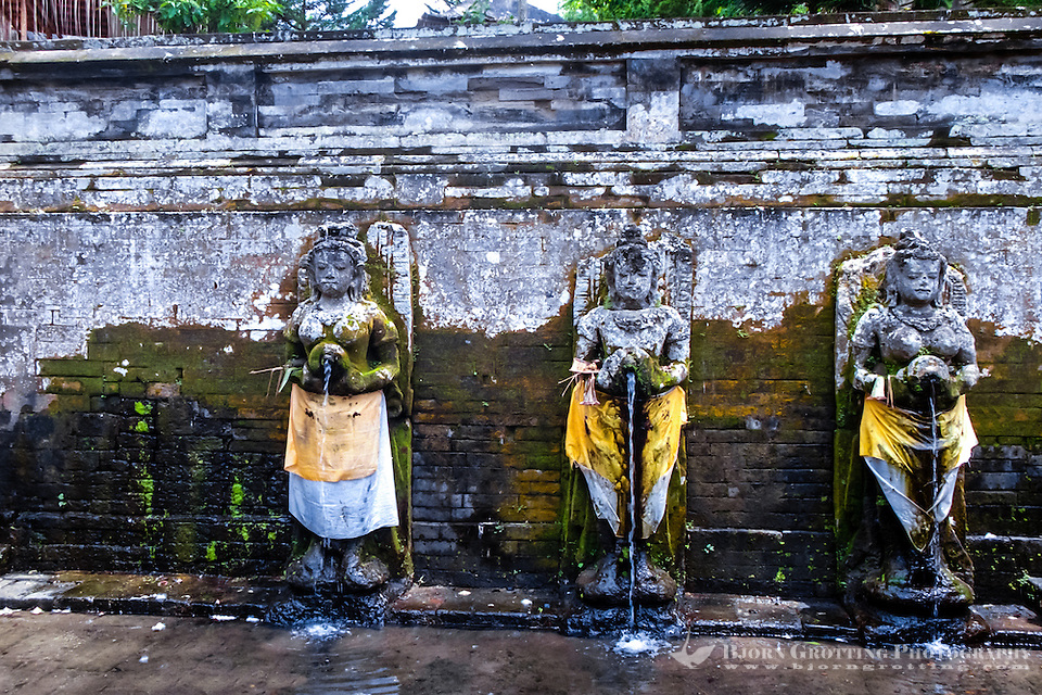 Bali, Gianyar, Goa Gajah. The elephant cave. Holy water fra Gunung Batur. Three of the statues in the old bathing pools. (Photo Bjorn Grotting)