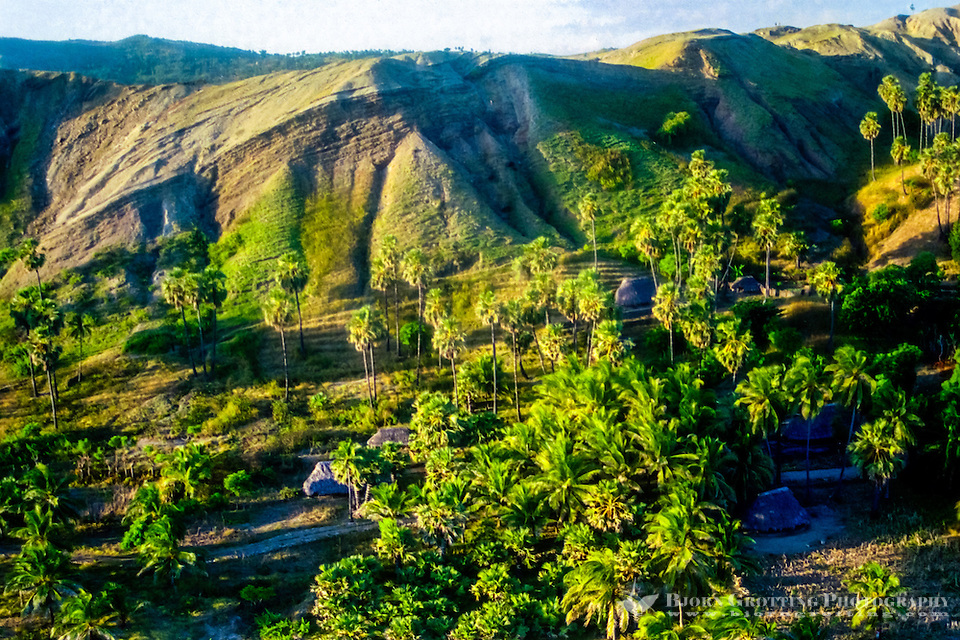 Pulau Sawu, East Nusa Tenggara. Small huts on the southern coast of Sawu (from helicopter). Savu is an island which is situated midway between Sumba and Roti, west of Timor, in Indonesia's eastern province. (Bjorn Grotting)