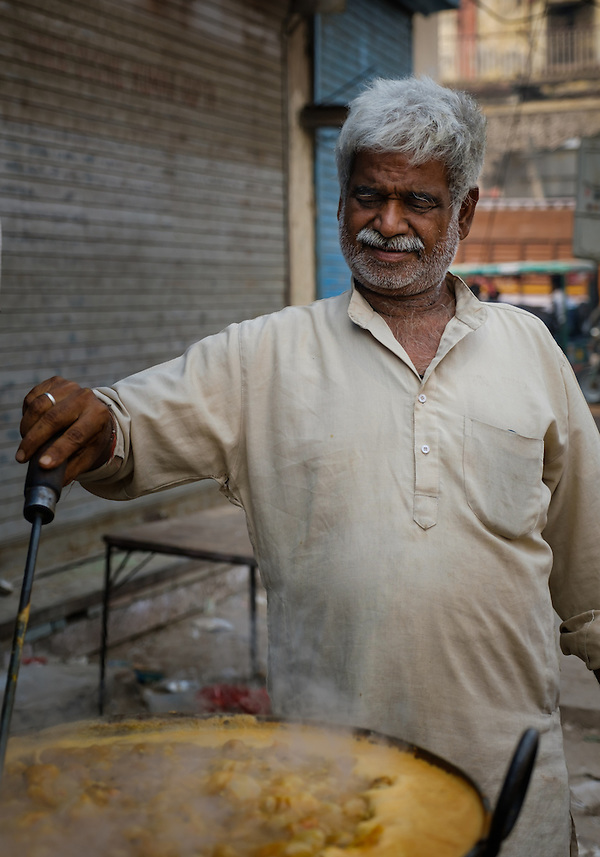 NEW DELHI, INDIA - CIRCA OCTOBER 2016: Food stall merchant around the spice market and the Chandni Chowk area in Old Delhi. (Daniel Korzeniewski)