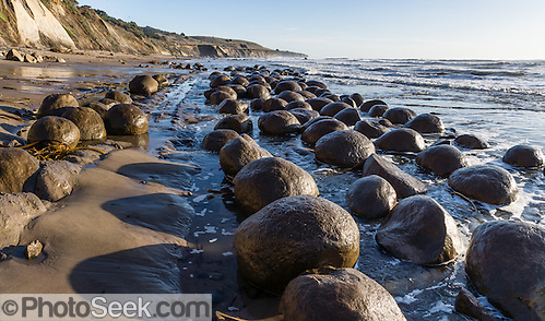 Bowling Ball Beach, Schooner Gulch State Park, south of Point Arena, Mendocino County, California, USA. © 2012 Tom Dempsey)