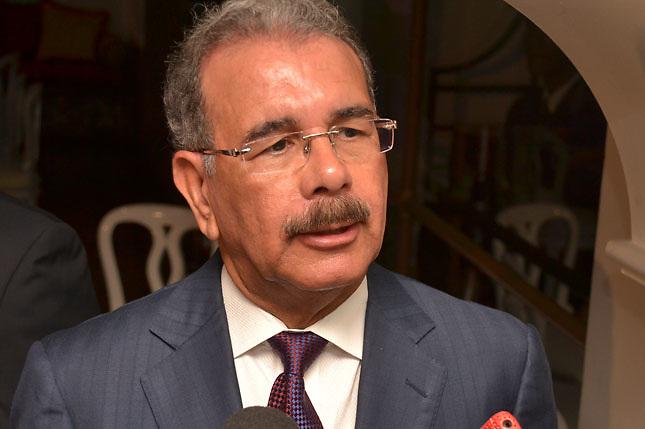 Danilo Medina deposita en Tesorería Nacional su declaración jurada de bienes