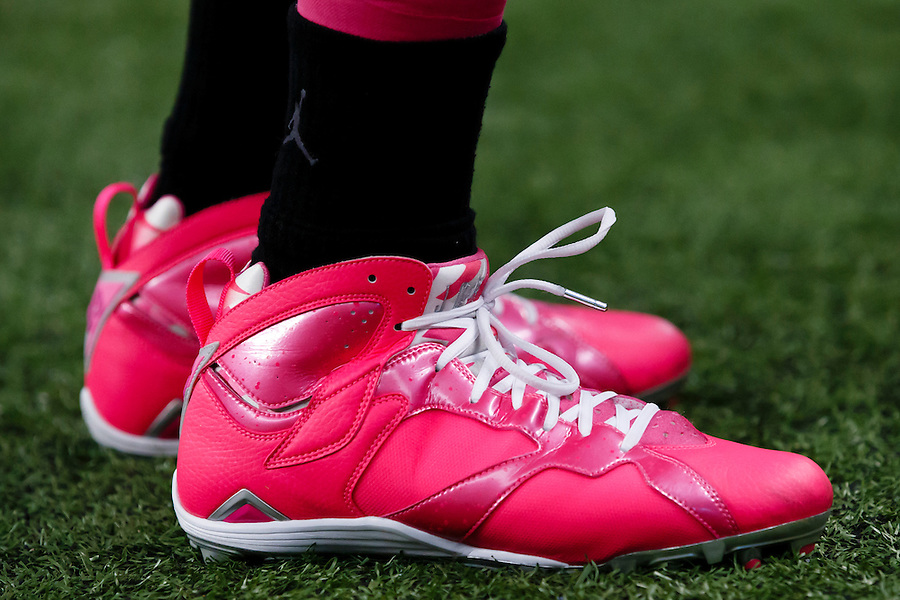 Detroit Lions wide receiver Golden Tate (15) wears pink cleats during warm ups prior to an NFL football game against the Arizona Cardinals at Ford Field in Detroit, Sunday, Oct. 11, 2015. (AP Photo/Rick Osentoski) (Rick Osentoski/AP)