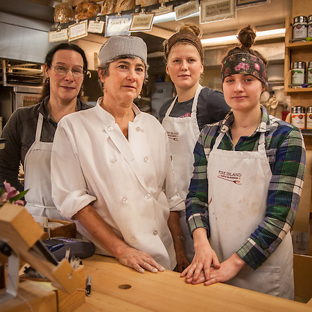 Dana, Janice, Jaymi and Katie at Fire Island Bakery, Anchorage (© Clark James Mishler)