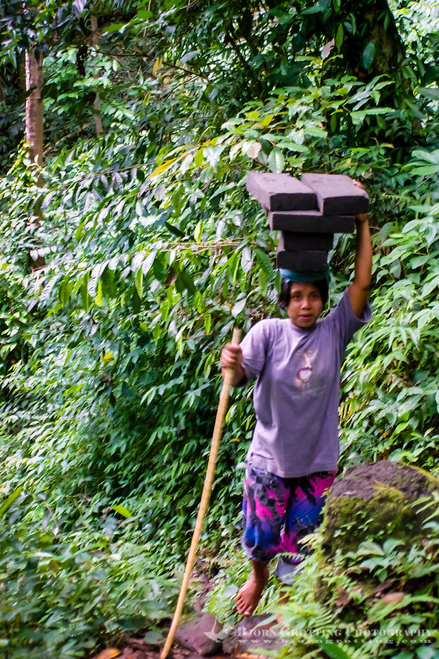 Bali, Gianyar, Bedulu. Mining of sandstone; women carry the heavy stones from the mine. This is hard work, the path is steep and long and the climate warm and humid. (Photo Bjorn Grotting)