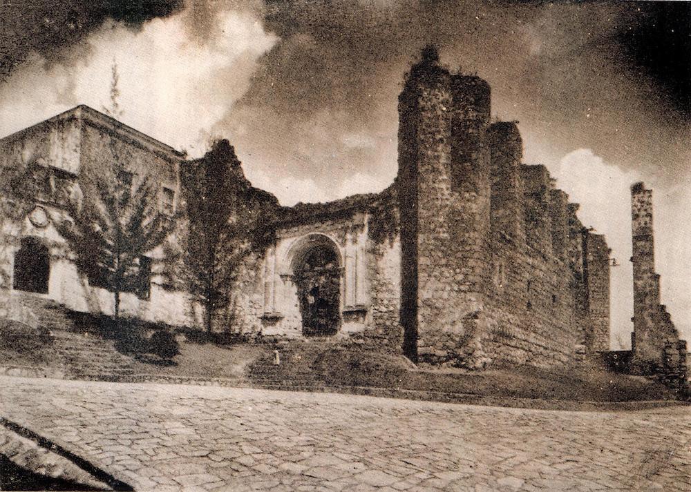 Monasterio e Iglesia de San Francisco. Circa 1920. Foto Barón Castillo