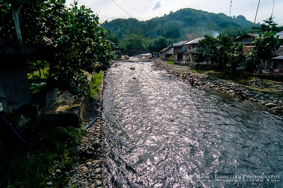 Indonesia, Sumatra. Bukit Lawang. Coming from Gunung Leuser national park, Bohorok river flows through Bukit Lawang and is the nerve of the town. (Photo Bjorn Grotting)