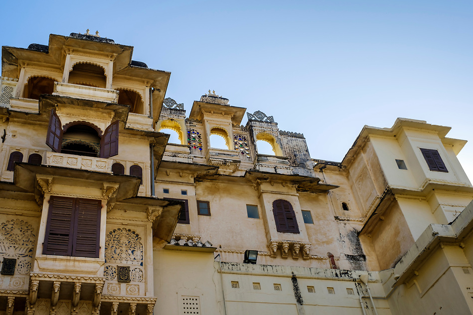 UDAIPUR, INDIA - CIRCA NOVEMBER 2016: Architectural detail of the City Palace in Udaipur (Daniel Korzeniewski)