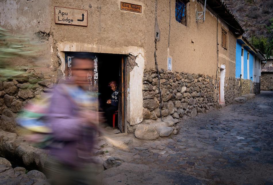 OLLANTAYTAMBO, PERU - CIRCA OCTOBER 2015: People in the streets of Ollantaytambo, a small village in the Cusco region known as Sacred Valley (Daniel Korzeniewski)