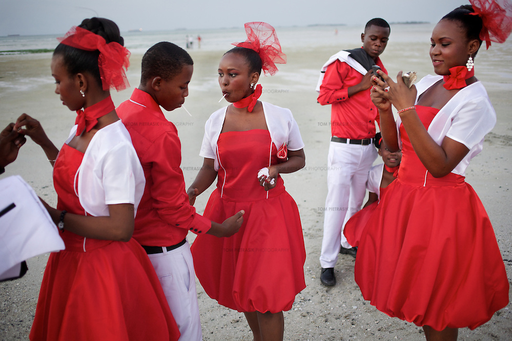 A wedding party gather for photographs on the beach in Dar es Salaam...Photo: Tom Pietrasik.Dar es Salaam, Tanzania.June 25th 2011 (Tom Pietrasik)